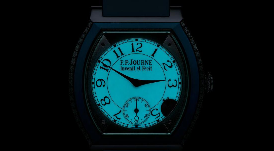 The dial is coated with luminescent SuperLuminova, providing an attractive visibility