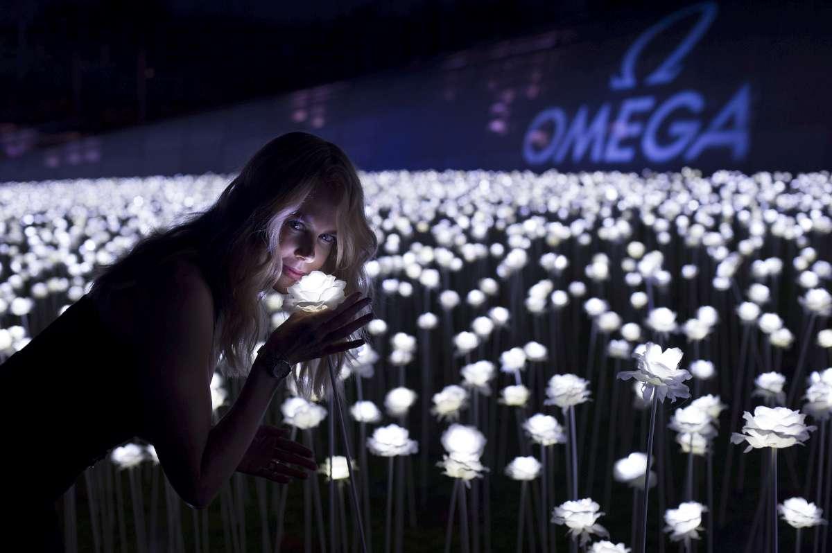 Nicole Kidman with 25,000 LED-illuminated flowers