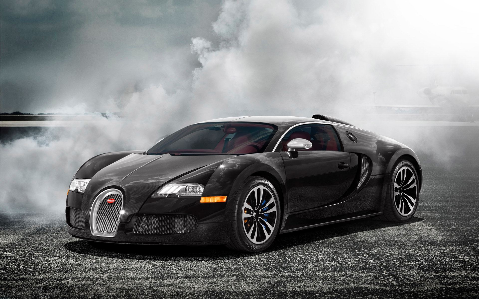 The Bugatti Veyron, courtesy of hdcarwallpapers.com