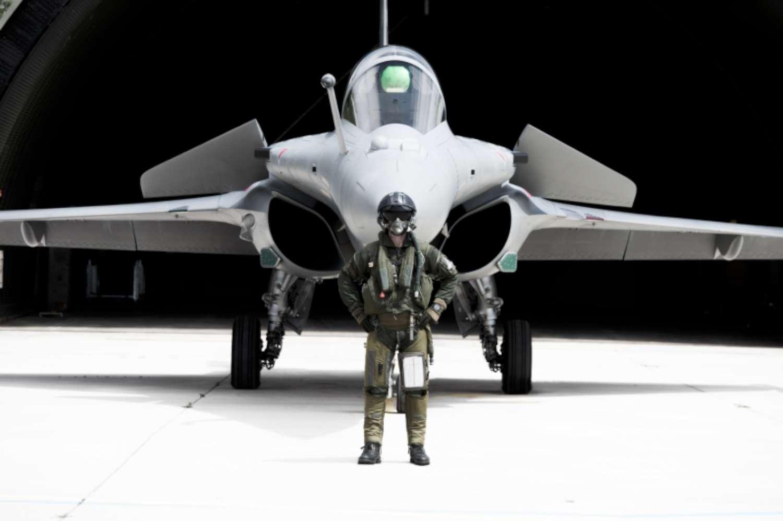 Rafale-pilot-wearing-BR03.tif-b-800-1500
