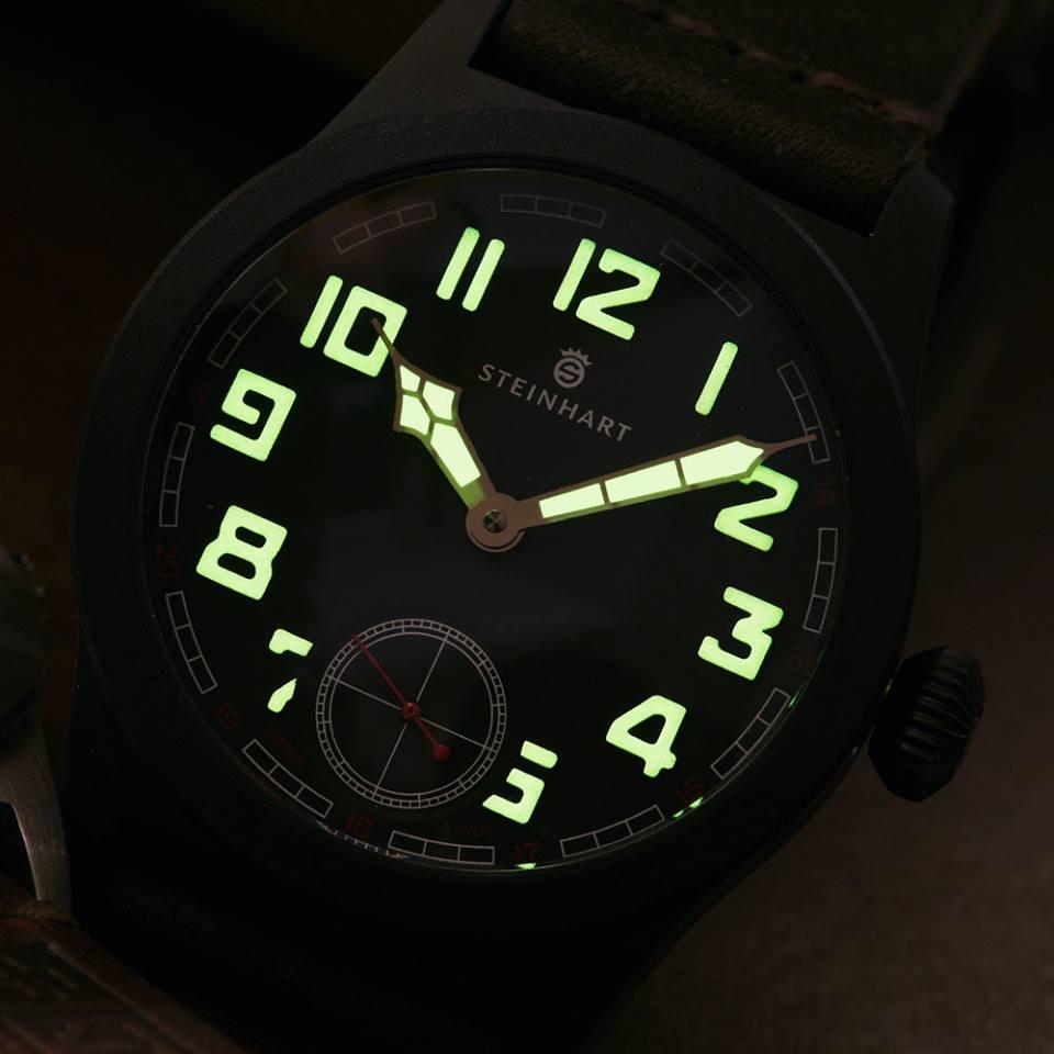 Military_42_black_superluminova_green