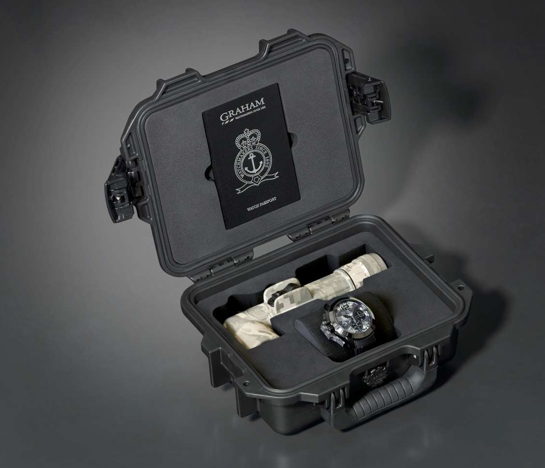 GRAHAM Chronofighter Oversize NSF 2CCAU.S03A-Case open_black-1500