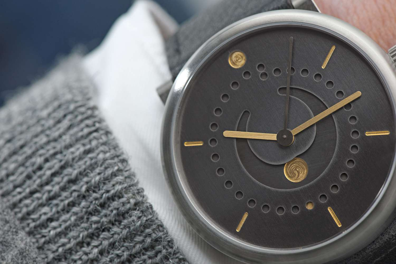 moon-phase-watch-patina-ochs-und-junior-39mm-BEA8620-RGB1-1500