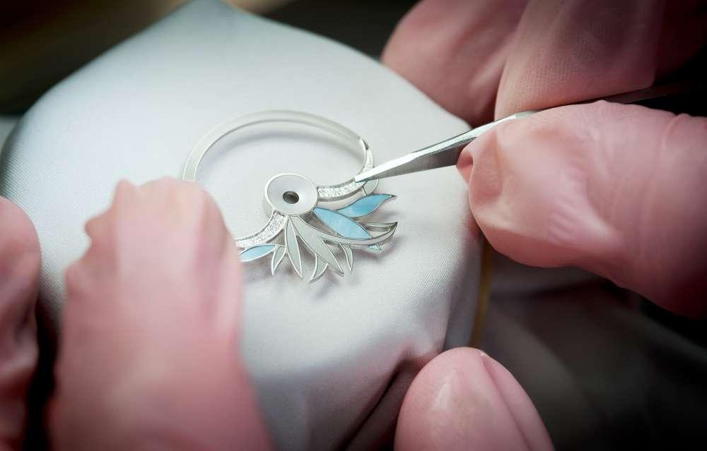 Perrelet Diamond Flower Amytis, crafting the dialside oscillating weight