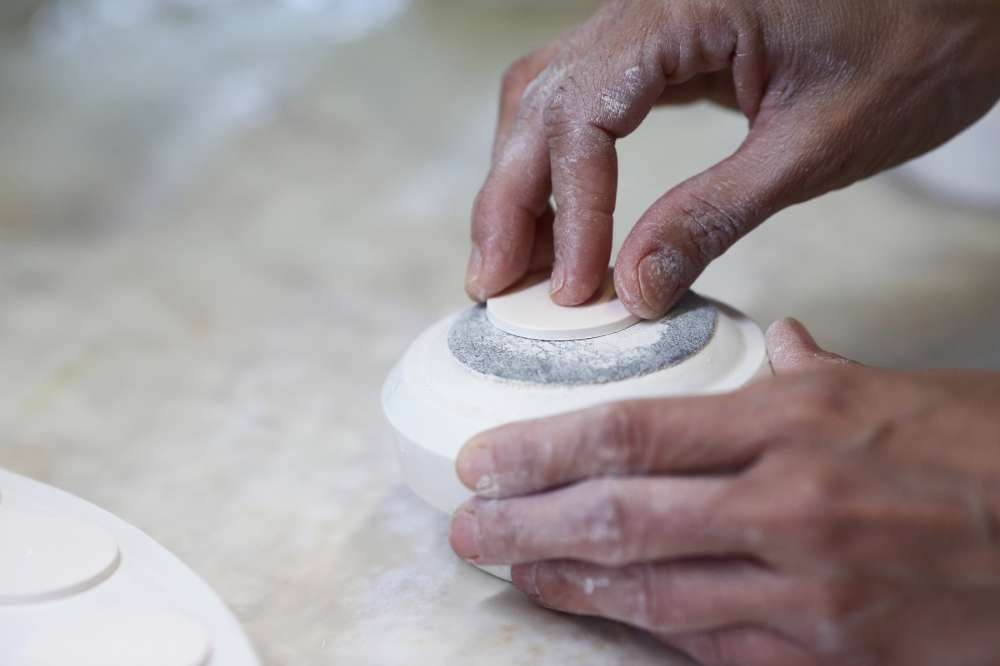 Dials are made in porcelain by Hungarian company Zsolnay