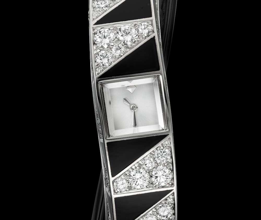 Cartier à l'infini with Calibre 101