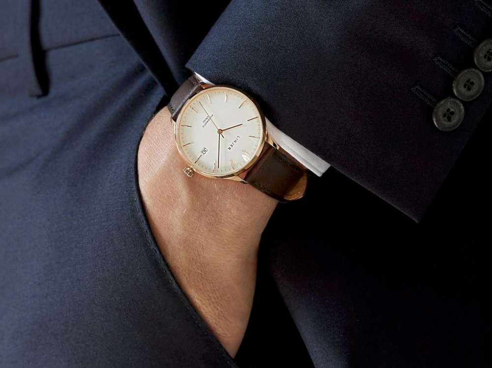 Linjer Automatic rose gold on wrist