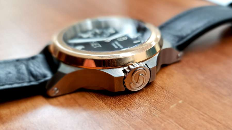 SIET pilots watch gold bezel and crown
