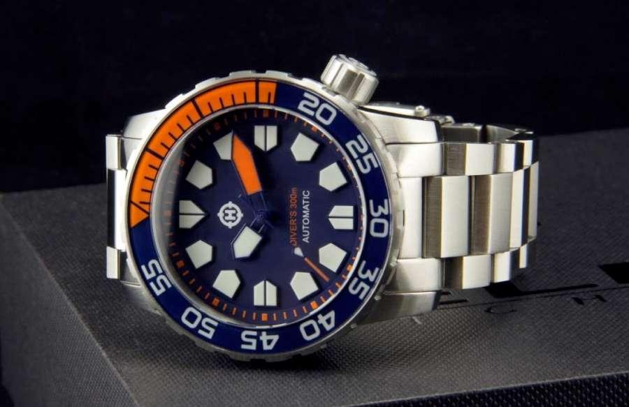 Helm Khuraburi diver's watch ISO 6425 compliant