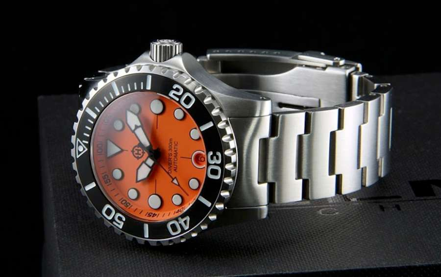 Helm Komodo diver's watch ISO 6425 compliant