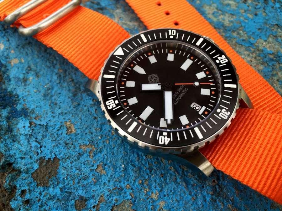 Helm Vanuatu diver's watch ISO 6425 compliant